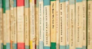 Books on shelf - Yoast SEO title vs H1 page title explained